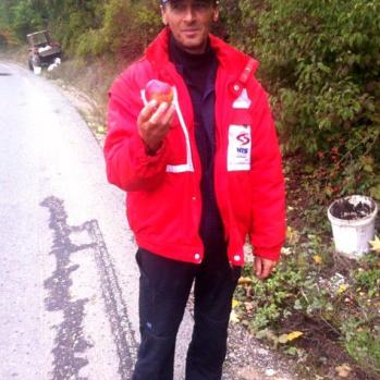 Man stops me to offer me some apples as I pass by. How lovely.