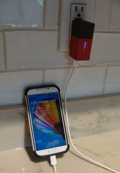 Fluxmob Bolt is giving my Galaxy S4 phone a backup charge