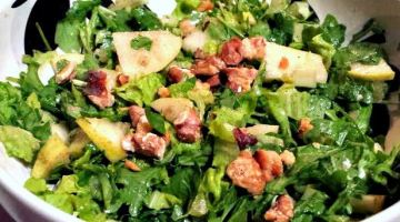 Arugula and Pear Salad with Goat Cheese and Toasted Walnuts