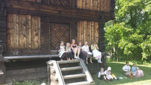 norwegian kids near museum