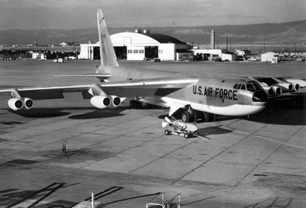 B-52 with anti-flash underside. Quail radar decoy is total anti-flash