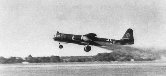 The Arado jet bomber needed its Starthilfe. This foreshadows the B-47.