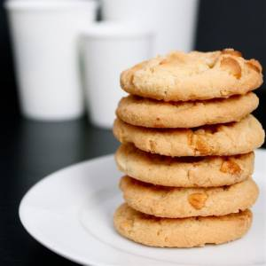 Copycat SUBWAY White Chocolate Macadamia Nut Cookies (Gluten Free)- A delicious and healthy spin on the infamous Subway cookie- Chewy, delicious and healthier than the original- thebigmansworld.com