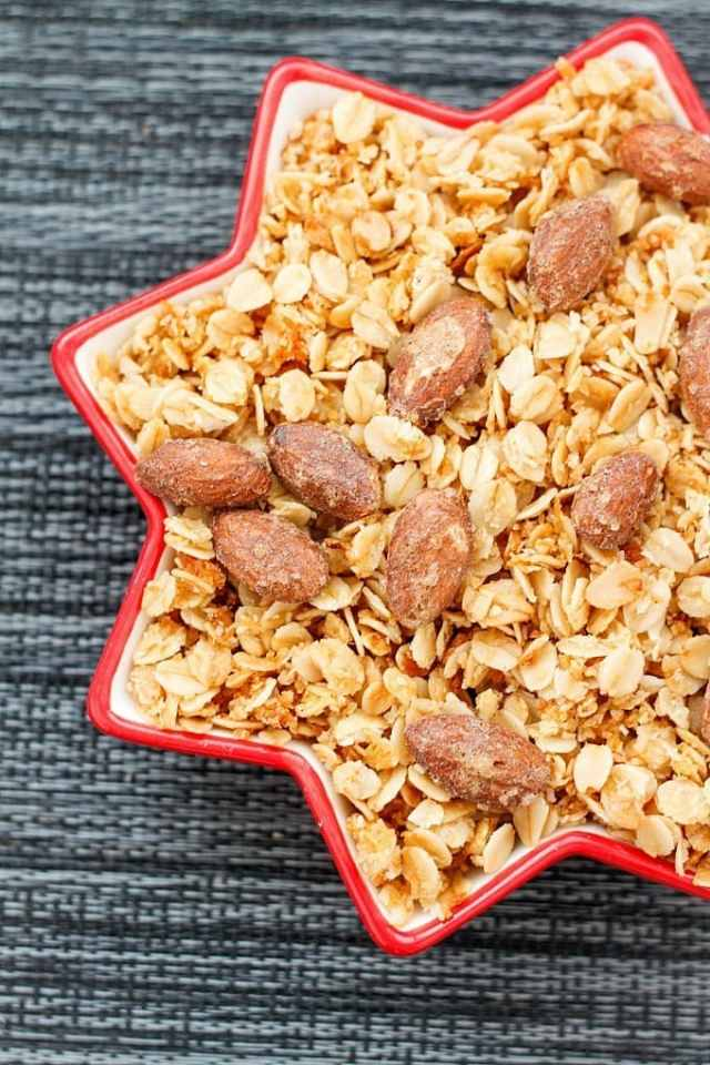 gingerbread-almond-granola