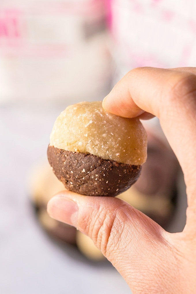 Vanilla + Chocolate Protein Cookie Dough Balls- These high protein balls are a delicious snack between meals or before/after a workout- Sugar free, gluten free and perfect for those whom are team VANILLA OR team CHOCOLATE- Less than 50 calories each! @thebigmansworld -thebigmansworld.com