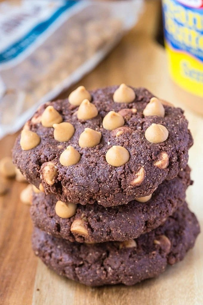 Healthy No Bake Peanut Butter Cup Breakfast Cookies | http://homemaderecipes.com/course/desserts/10-no-bake-cookie-recipes/