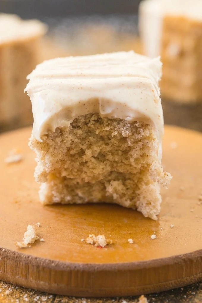 Healthy Flourless Cinnamon Bun Breakfast Cake- Fluffy and filling on the inside yet tender on the outside, it's secretly healthy, but you'd never tell! NO butter, flour, sugar or oil! {vegan, gluten free, paleo recipe}- thebigmansworld.com