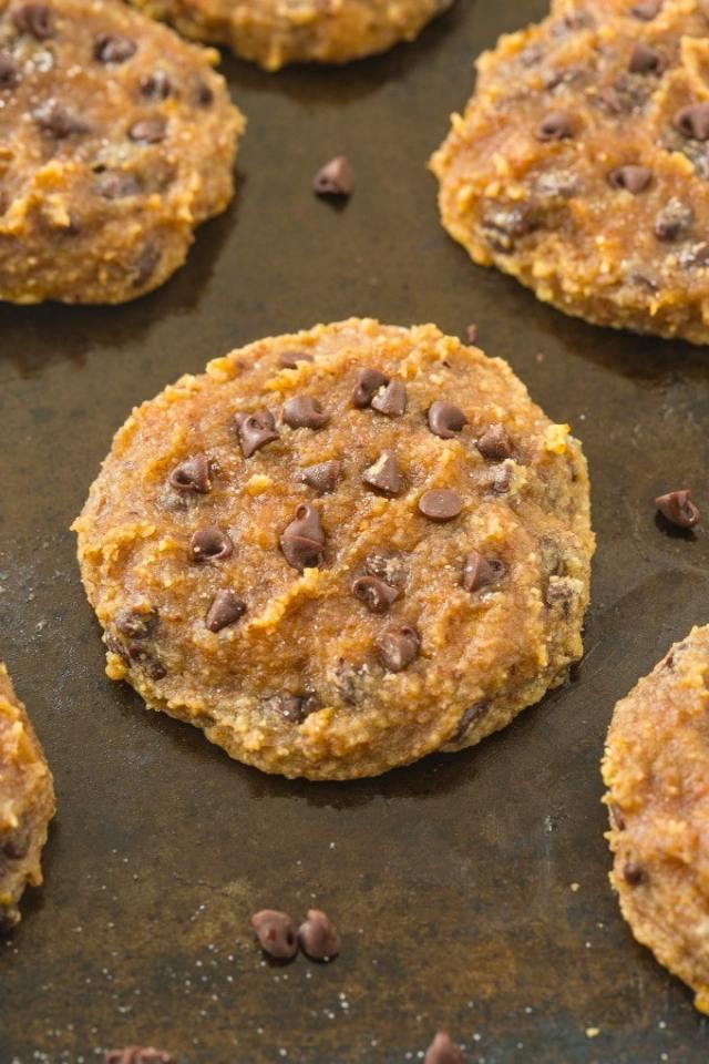 Healthy 3 Ingredient Paleo Banana Bread Cookies- Soft and EXTRA chewy cookies which taste like a nutty banana bread- NO butter, oil, flour or sugar! {vegan, gluten free, paleo recipe}- thebigmansworld.com