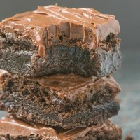 These Easy Flourless Fudge Brownies are gooey and low carb, you won't believe they are keto and vegan! Made with no eggs and no sugar, they are guilt-free and delicious! Paleo, Gluten Free, Sugar Free. #ketodessert #vegandessert #flourlessbrownies #flourless #lowcarbdessert #paleo