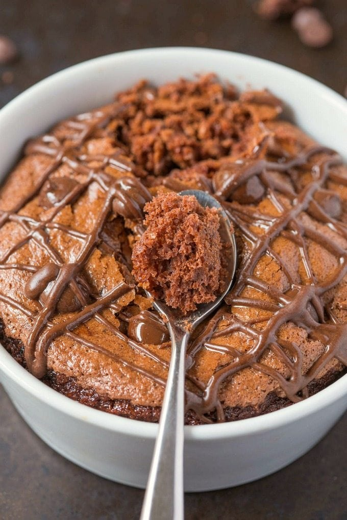 Healthy 1 Minute LOW CARB Pumpkin Chocolate Mug Cake- Light, fluffy and moist in the inside! Single serving, packed full of protein and NO sugar whatsoever- The guilt-free snack or dessert! {vegan, gluten free, paleo recipe}- thebigmansworld.com