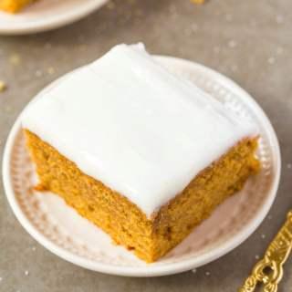 Healthy Flourless Pumpkin Breakfast Cake