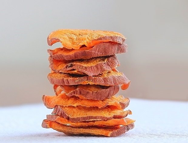 crispy-baked-sweet-potato-chips