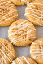 No Bake Cinnamon Roll Cookies (V, GF, Paleo)- Secretly HEALTHY no bake cookies LOADED with cinnamon flavor but made in one bowl and guilt-free! Refined sugar free and packed with protein! Perfect for Christmas, holidays, parties and events! {vegan, gluten free, paleo recipe}- thebigmansworld.com