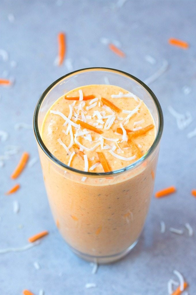 Healthy Carrot Cake Oatmeal Smoothie (V, GF, DF)- Thick, creamy, filling, satisfying and loaded with nutrients, it's like eating carrot cake in smoothie form- Packed with protein, fiber and completely sugar-free! {vegan, gluten free, dairy free recipe}- thebigmansworld.com