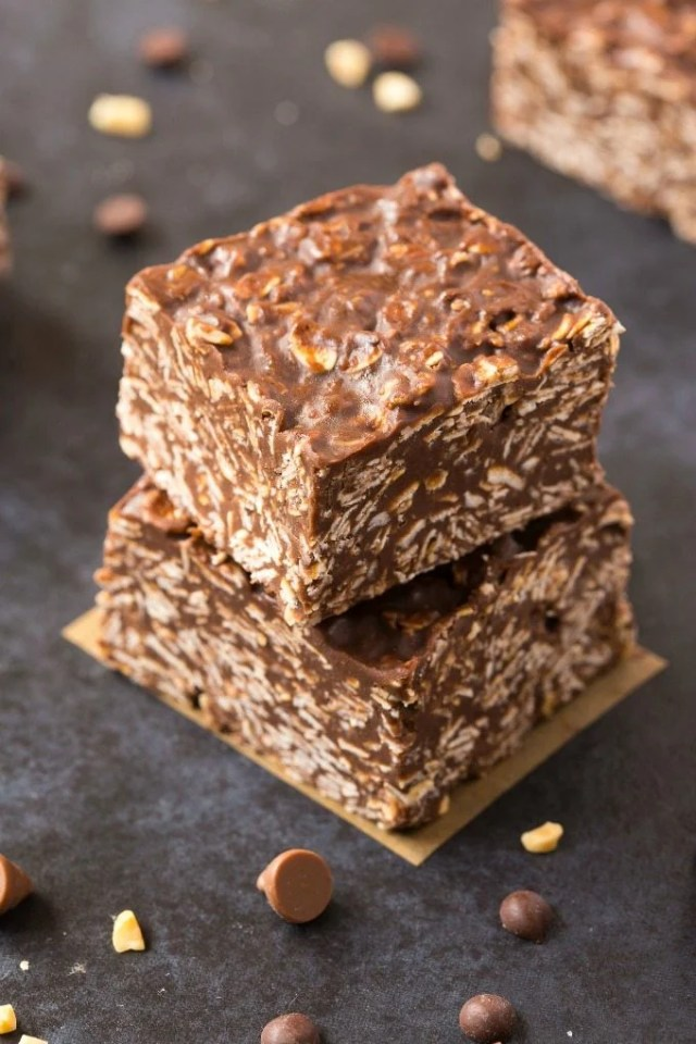 No Bake Chocolate Peanut Butter Chewy Bars (V, GF, DF)- Easy, fuss-free and delicious, this healthy candy bar copycat combines oats or quinoa flakes, chocolate and peanut butter in one! {vegan, gluten free, sugar free recipe}- thebigmansworld.com