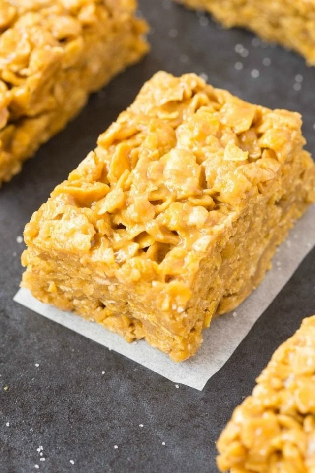 Cornflake bars made with peanut butter- They taste like cornflake cookies!