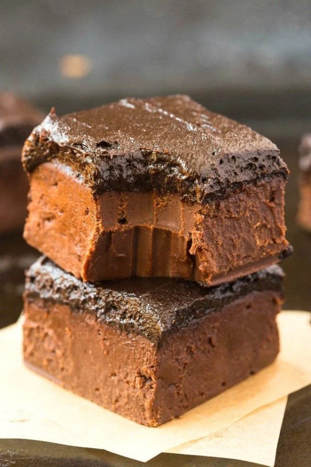 Healthy 4-Ingredient Brownie Batter Fudge (Paleo, Vegan, Gluten Free)- 100% Naturally sweetened chocolate fudge made with no condensed milk or refined sugar, and ultra smooth, melt-in-your-mouth and creamy! An easy dessert or snack. {p, v, gf recipe}- #homemadefudge #healthy #paleo #dairyfree | Recipe on thebigmansworld.com