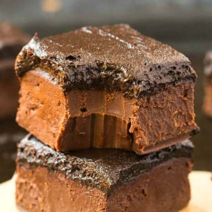 Healthy 4-Ingredient Brownie Batter Fudge (Paleo, Vegan, Gluten Free)- 100% Naturally sweetened chocolate fudge made with no condensed milk or refined sugar, and ultra smooth, melt-in-your-mouth and creamy! An easy dessert or snack. {p, v, gf recipe}- #homemadefudge #healthy #paleo #dairyfree   Recipe on thebigmansworld.com