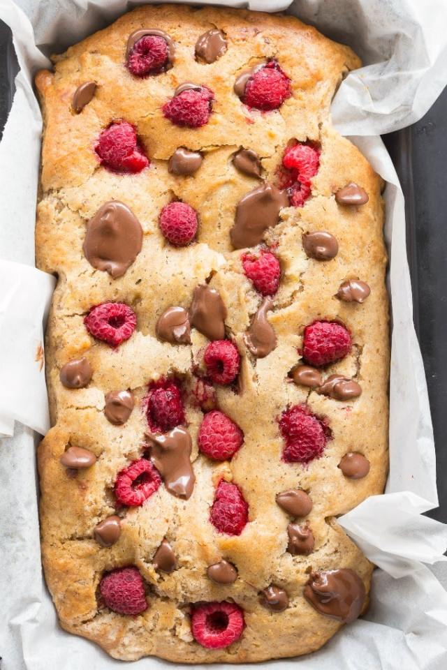 Healthy Banana and Raspberry Bread recipe without eggs and without sugar