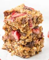 Delicious strawberry oatmeal bar recipe made with no flour and no eggs, but so delicious!
