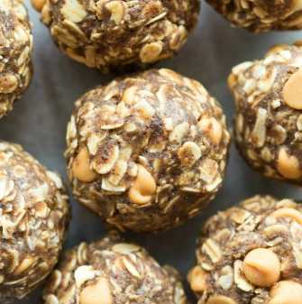 Peanut Butter Energy Balls recipe with oatmeal and protein powder!