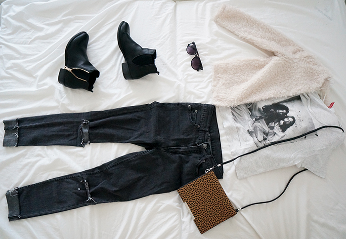 Festival Look ripped jeans chelsea boots furry jacket crop top