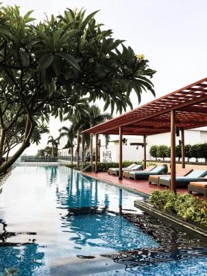 Bangkok Lifestyle Luyurious Travel Rooftop Pool Backpacker Girl