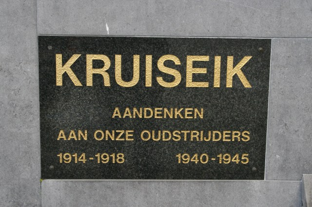 Kruiseik War Memorial