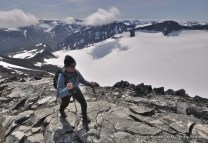 Hiking Galdhøpiggen (2469m), above the Svellnosbrean glacier.