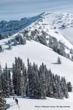 Skiing the ridge to Housetop Mountain.
