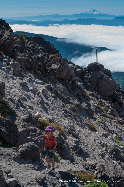 Hiking Monitor Ridge on Mount St. Helens.