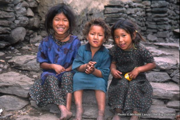 Girls in Jagat, Marsyangdi Valley, Annapurna Circuit.