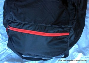 Mountain Hardwear Lightweight Expedition Duffel pocket