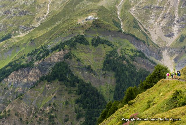 Hiking to the Refugio Bonatti, Tour du Mont Blanc, Italy.