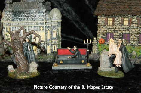 The second accessory set, Dracula Rises, features three different Dracula figures, all of which recreate scenes similar to those in the 1931 film starring Bela Lugosi.