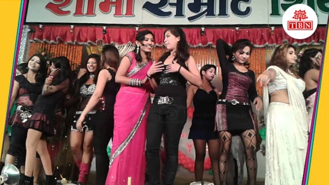 thebiharnews-in-268-bar-girls-protest-on-road-in-sonpur-mela