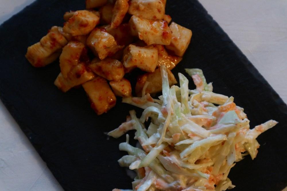 Krautsalat mit Weißkohl, Möhren und Apfel