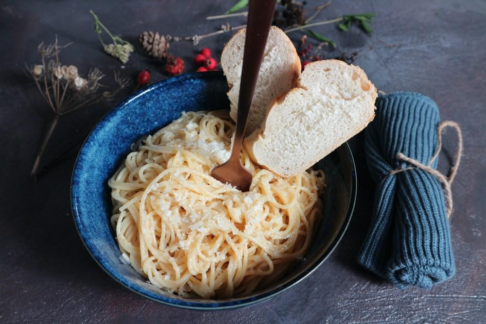 Pasta mit Butter und Knoblauch