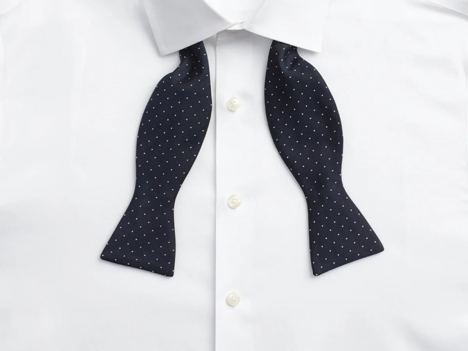 Tuxedo shirt with no placket (French front).