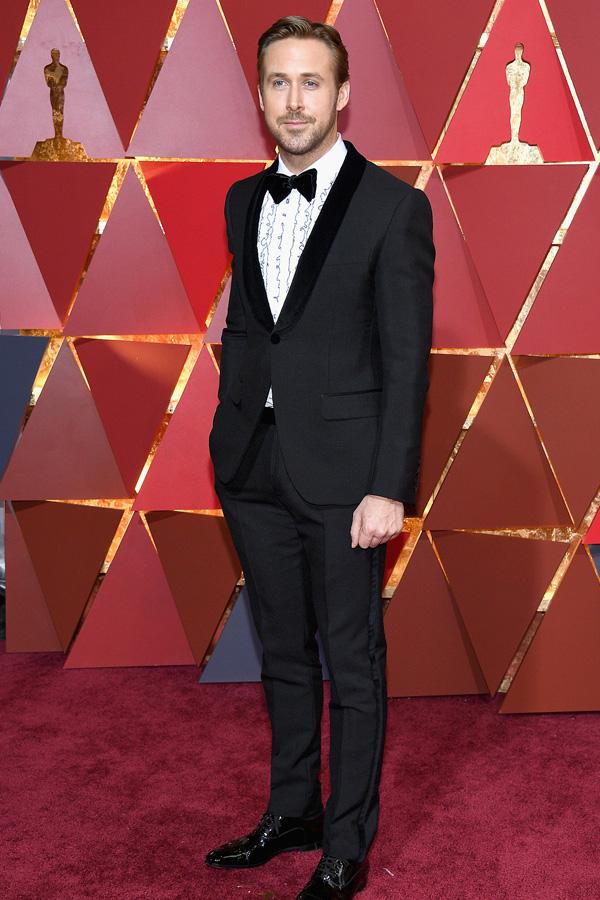 Ryan Gosling in a grey prom tux.