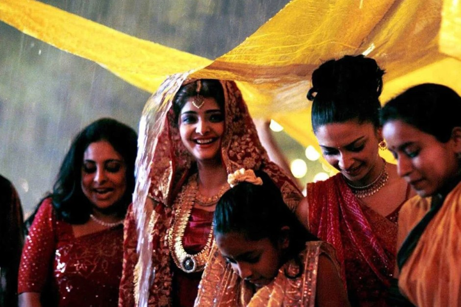 The bride tries to stay dry in Monsoon Wedding.