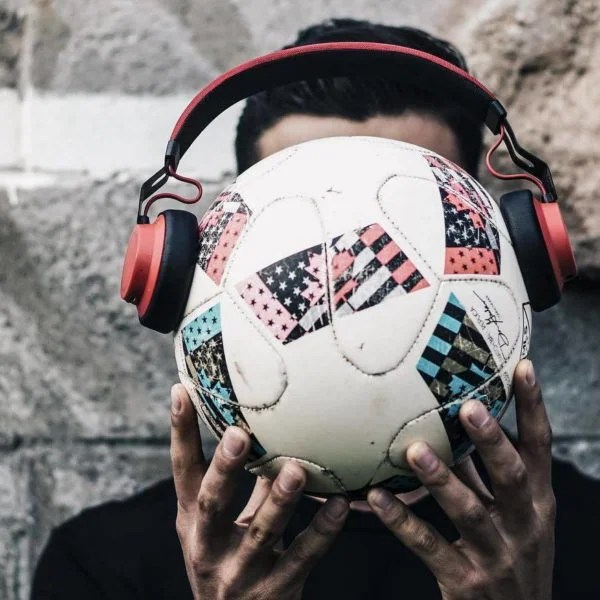 The Jabra move headphones fit any head.