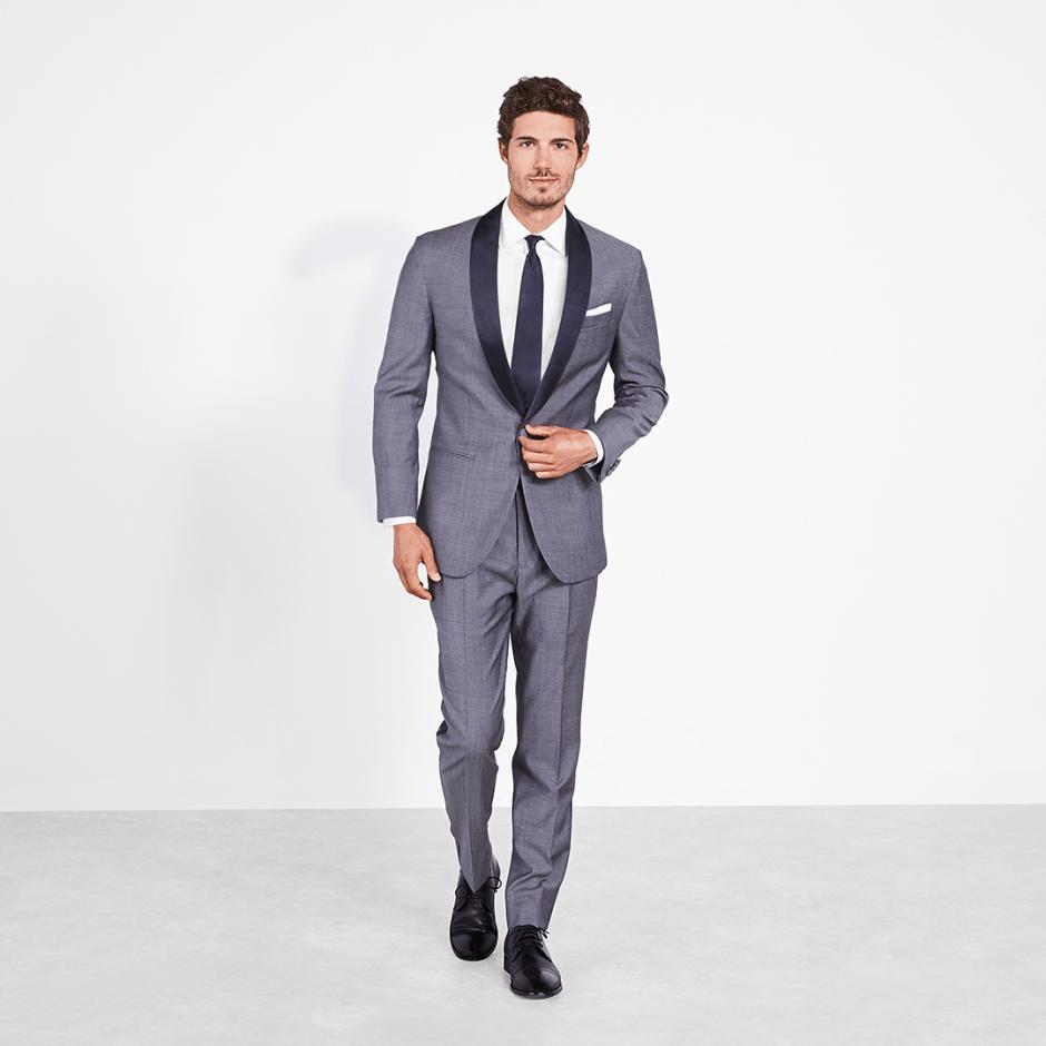 Chambray tuxedo, the perfect summer groomsmen tuxedo idea.