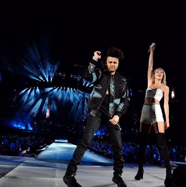 Quella volta un rapido ubriaco di Taylor iniziato coccole i capelli del Weeknd