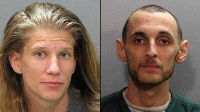 Le coppie di Florida del fuggitivo prolungano il contrappeso della polizia per ottenerla sopra