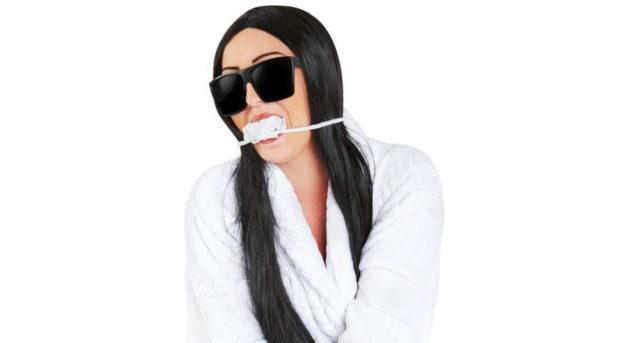 Kim Kardashian non è una persona, lei è un costume di Halloween