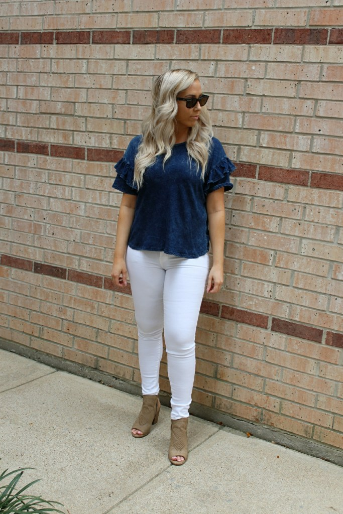 Crisp white jeans that pass every white jean test for less than $40! Perfect transition into Spring!
