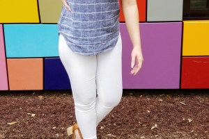 Shop the Old Navy 40% off everything sale and grab this adorable top and white jeans for an easy spring look!