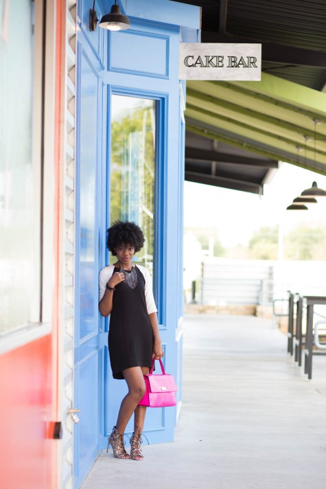 black and white, classic, shift dress, simple dress, pink bag, pop of color, kate spade pink