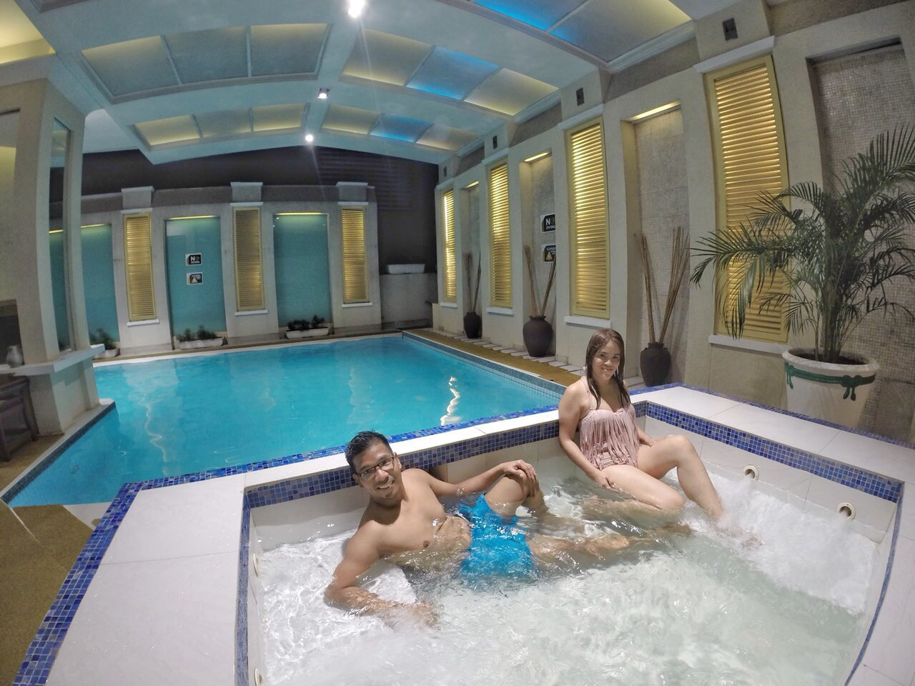 a private pool and jacuzzi , my perfect vision of my Valentine plans at the Discovery Suites.